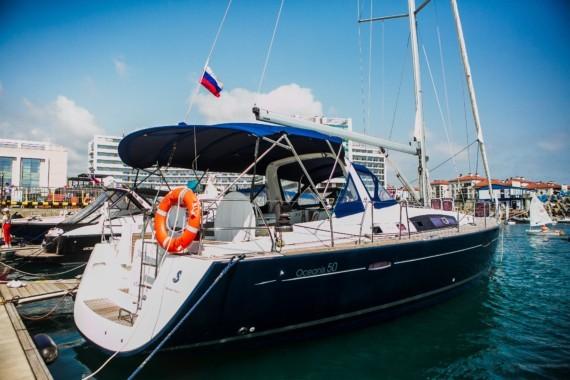 Премиальная парусная VIP яхта OCEANIS 50 Лилу